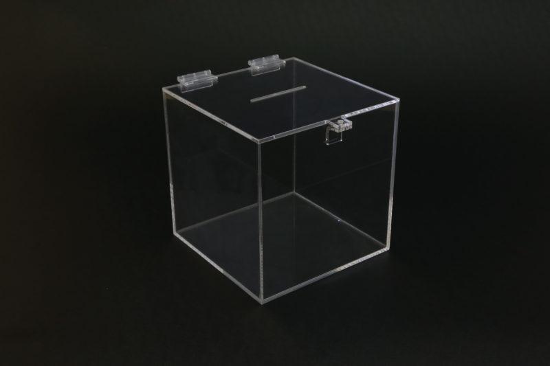 Plastová pokladnička 1 - výroba plastových kasiček a pokladniček